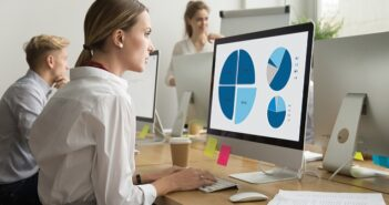 Aufstiegsfortbildung Betriebswirt: Rahmenplan, Prüfungsordnung & Gehalt: Das ist 2021 für Sie drin! ( Foto: Shutterstock- fizkes)