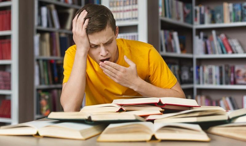 Ohne gute Vorbereitung ist die Prüfung nicht zu schaffen. ( Foto: Shutterstock-Prostock-studio  )