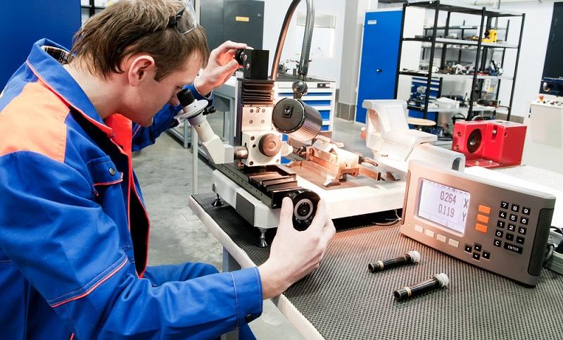 Qualitätssicherung durch qualifiziertes Personal sollte in bestimmten Abständen gemacht werden. (Foto: Shutterstock-Dmitry Kalinovsky )