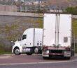 Welches Verhalten ist richtig? Lkw und Abbiegen: Klare Regeln für Sicherheit (Foto: Shutterstock-Vitpho)