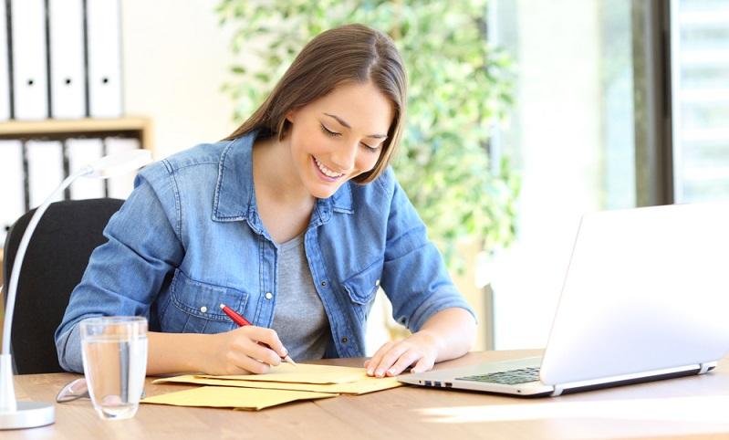 Wer Rechnungen schreiben möchte, muss unbedingt an die Rechnungsnummer denken. ( Foto: Shutterstock-_Antonio Guillem )