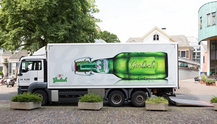 Es gibt unterschiedliche Möglichkeiten Werbungen auf einem LKW zu machen ( Foto: Shutterstock- Fortgens Photography)